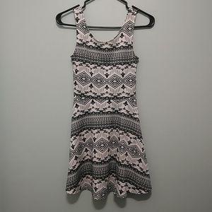 3/22$ Divided motifs dress